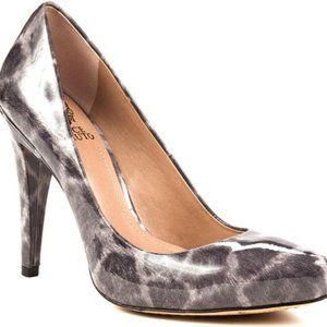 Vince Camuto Leopard Pointed Toe Pumps Size 5.5